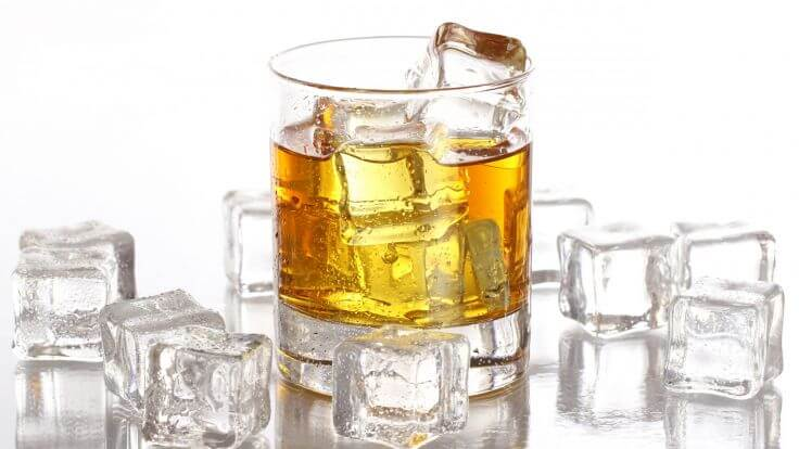 water-or-ice-in-whiskey